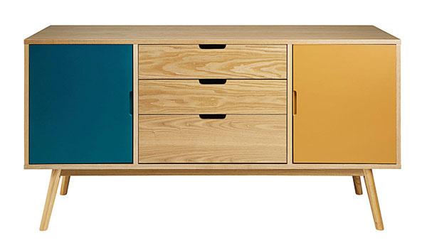 Retro príborník FJORD, tri farby, drevotrieska, 75 × 145 × 45 cm, 340 €, www.maisonsdumonde.com