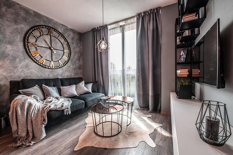Starší byt po kompletnej rekonštrukcii: Zmena dispozície a jemne industriálny vzhľad