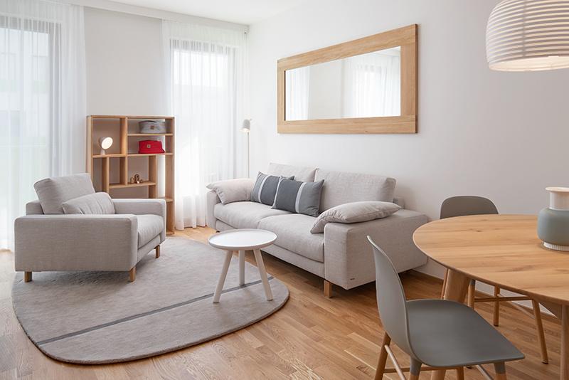 Svetlý byt pre 4-člennú rodinu doplnený atypickým nábytkom a doplnkami v severskom štýle
