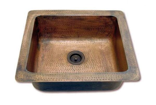 Kuchynský drez Dordogne, meď, ručná výroba, 59,5 × 50 × 24 cm 11,5 cm, 588,17 €, www.kuchyne-bohemian.cz