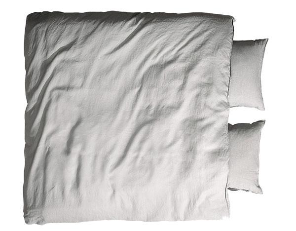Súprava obliečok, praný ľan, zapínanie na skryté kovové patentné gombíky, vhodná i do sušičky bielizne, 200 × 200 cm, 50 × 60 cm, 99 €, www.hm.com/sk