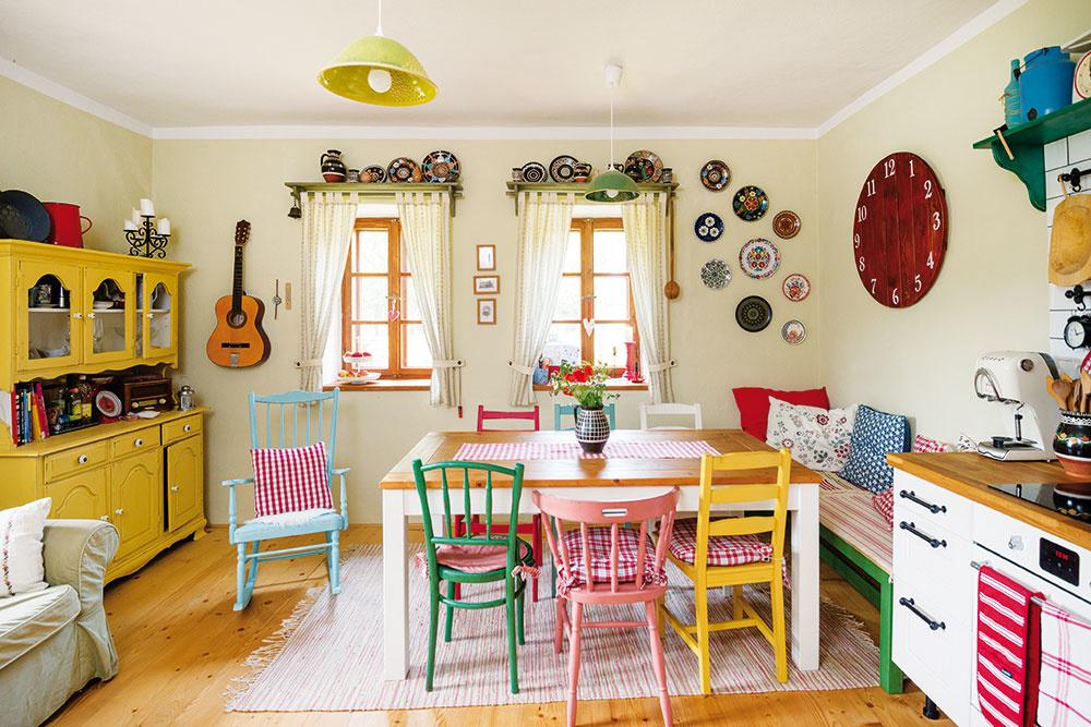 Kuchyňa je srdcom domu. Najcennejším kusom nábytku je stôl, ktorý vlastnoručne vyrobil otec rodiny.