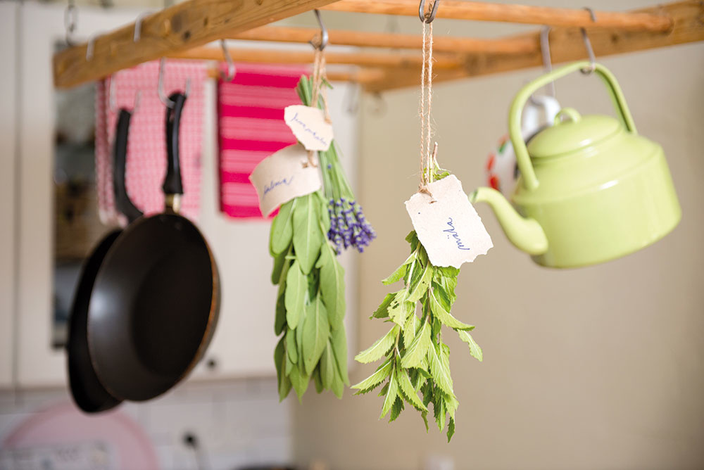Lásku kprírode cítiť zkaždého kúta. Levanduľa, živé kvety asušené bylinky prevoniavajú celý dom.