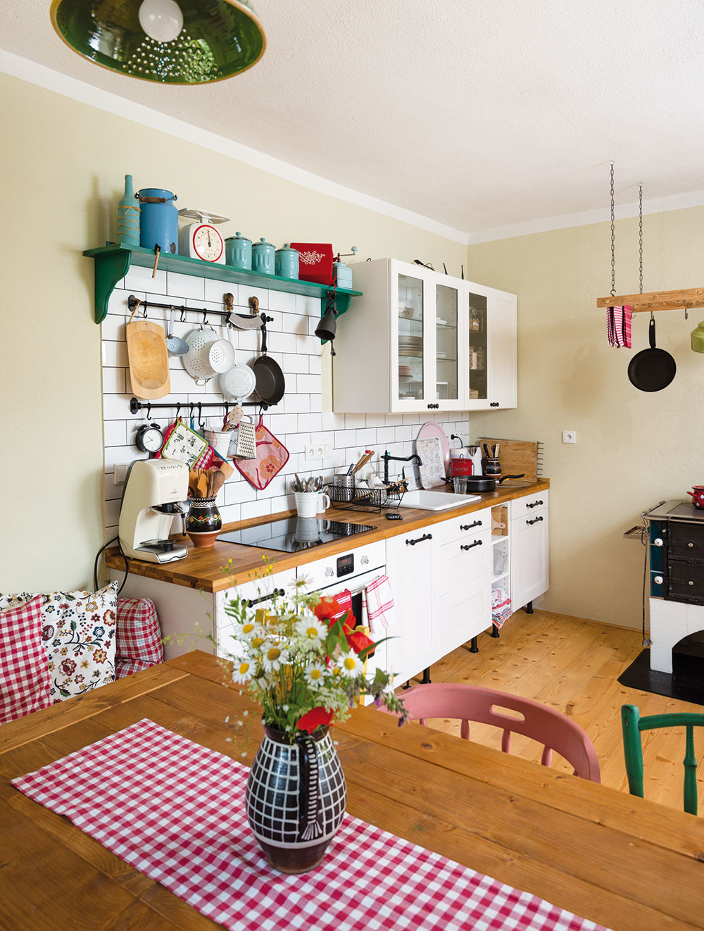 Kuchynskú linku zIkei tiež čaká zmena. Majitelia domu ju plánujú vkrátkom čase premaľovať.
