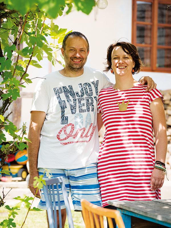 Šťastný pár. Uponáhľaný život vkorporáciách vymenili za pokojné dni vprírode plné farieb.