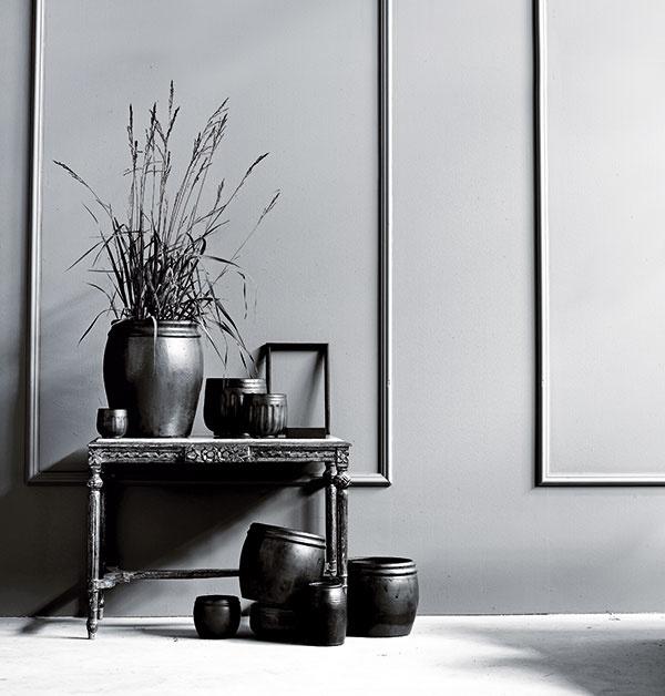 Súprava dvoch kvetináčov na kvety alebo menšie stromčeky, keramika, 19 × 22 cm; 25 × 25 cm, 62,50 €, www.tinekhome.com