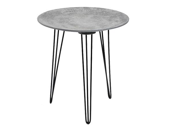 Príručný stolík, betónový povrch, čierne oceľové nohy, 48 × 52 × 18 cm, cena na vyžiadanie, www.malvarosa.sk