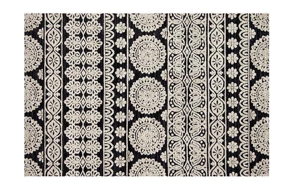 Plyšový koberec, dizajn Joanna Gaines, mikrovlákno, rôzne veľkosti, od 834 €, www.bluehandhome.com