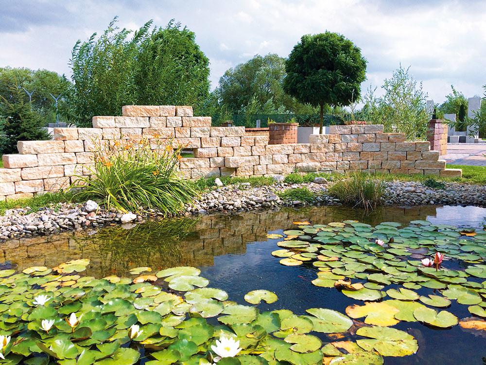 Vodné prvky a chodníčky k záhradnému jazierku