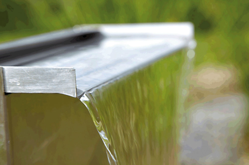 Antikorový vodopád sa stane oživujúcim prvkom v modernej a striedmej záhrade. Hodí sa najmä k mestskému jazierku jednoduchého tvaru. Predáva www.numa.sk