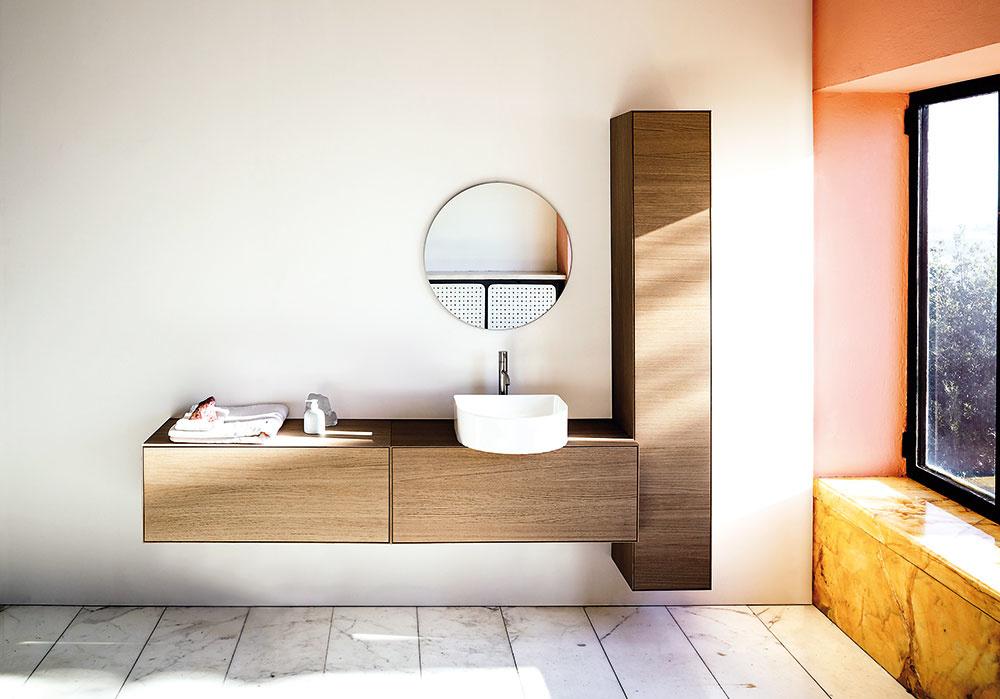 KRÁSA JEDNODUCHÉHO. Umývadlo spôdorysom písmena D je zkolekcie Sonar, ktorú pre Laufen vytvorila známa návrhárka Patricia Urquiola.