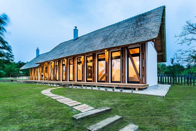 Tradičná aj moderná: Chata plná drevených trámov