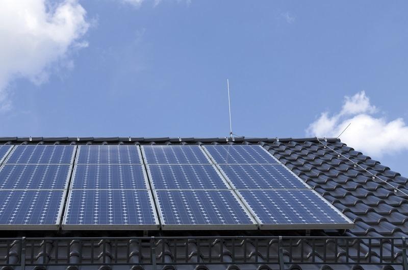 Fotovoltické panely využívajú slnečné žiarenie na výrobu elektrickej energie pre domáce spotrebiče, na ohrev vody, prípadne aj na vykurovanie.