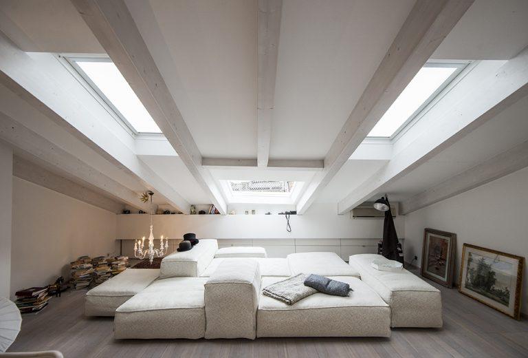 Svetlé a vzdušné podkrovie, v ktorom je radosť bývať