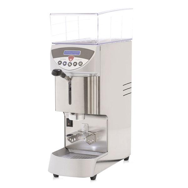 Mlynček na kávu je základom pri alternatívnych spôsoboch prípravy kávy, ako aj v prípade použitia pákového kávovaru. Tu rozhodne netreba šetriť a radšej investovať do kvalitného prístroja. Elektrický mlynček Eureka Mythos má tri programovateľné dávkovania kávy, multifunkčný displej, elektrické počítadlo a časovač. Hrubosť kávy si nastavíte pomocou mikrometrického mletia. Hľadajte na www.dobrakava.eu.