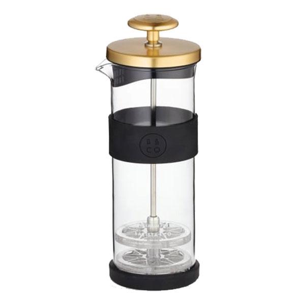 Napeňovač mlieka od značky Barista & Co, nehrdzavejúca oceľ, borosilikátové sklo, silikón, objem 400 ml, 7 × 21 ×7 cm, 27,90 €, www.ekaviaren.sk