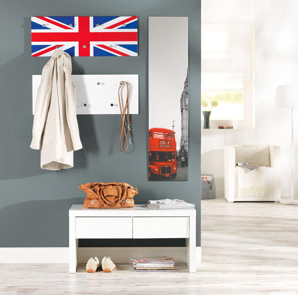 Ak pociťujete citovú väzbu knejakej konkrétnej krajine, preneste si kúsok zjej atmosféry priamo ksebe domov. Predsieň je vhodnou miestnosťou, vktorej sa môžete vyhrať. Zástava Veľkej Británie, ktorú zdobia vešiačiky na odkladanie oblečenia, obraz stypickými jej symbolmi – áno, aj takto môže vyzerať vaša vysnívaná predsieň.