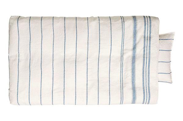 Pruhované posteľné obliečky, 100 % ľan, zapínanie na patentky, 160 × 210 cm, 65 × 65 cm, 79,99 €/súprava, www.hm.com/sk