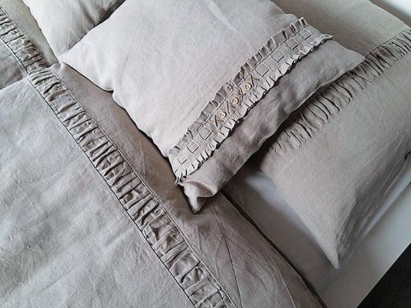 Luxusné posteľné obliečky, 100 % ľan, zapínanie na gombíky, 140 × 200 cm, 70 × 90 cm, 144 €/súprava, www.sashe.sk/shabby.romantic