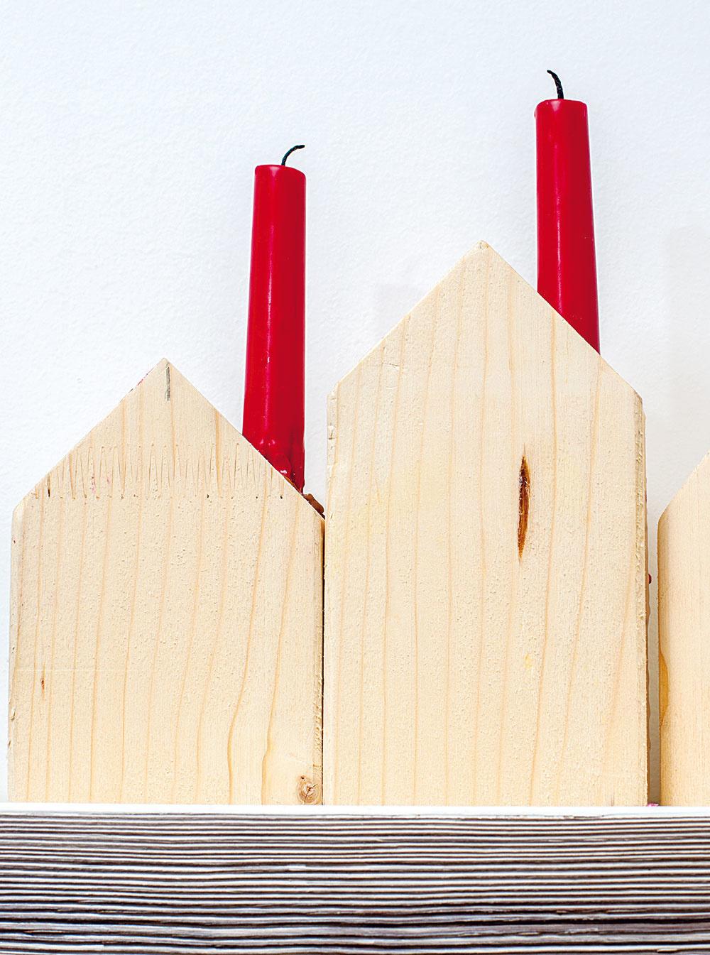 Túžila po nich už dlho, až to Peťo nevydržal a pár tých svietiacich domčekov jej vyrobil. Boli hotové za niekoľko minút.