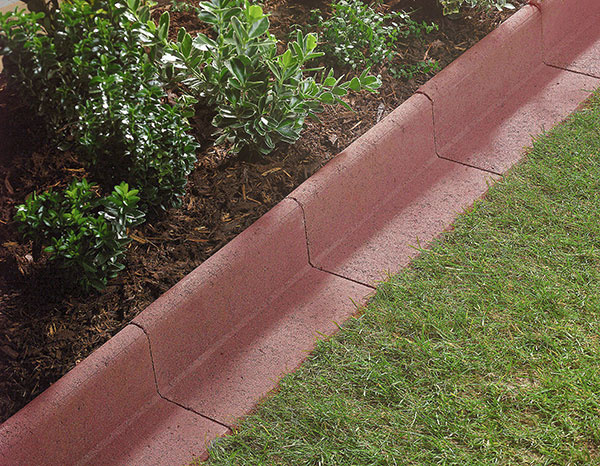 Praktický prvok v záhrade – obrubník v tvare L