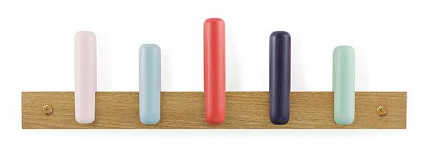 Play, dubové drevo, 60 × 17,2 × 6,3 cm, viac farieb, 60,25 €, www.normann-copenhagen.com