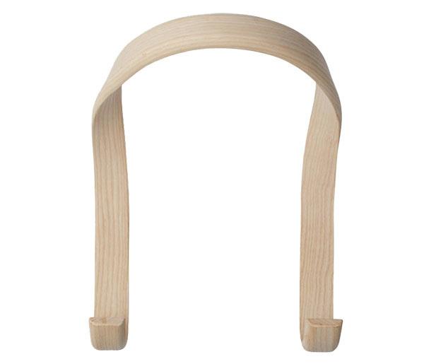 Hook od značky Hay, jaseňové drevo, 21,5 × 26,5 × 18 cm, viac farieb, 99 €, www.designville.sk