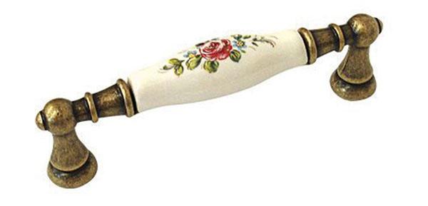 Porcelánová úchytka od značky BOSETTI MARELLA, priemer 96 mm, mosadz, porcelán, 5,86 €, www.cps-interier.sk