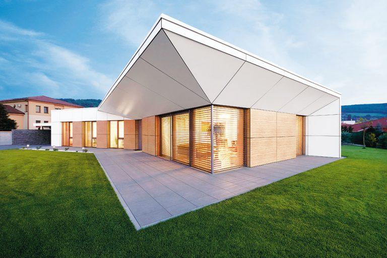 Rodinný dom v Limbachu so zvláštnou, ale funkčnou strechou