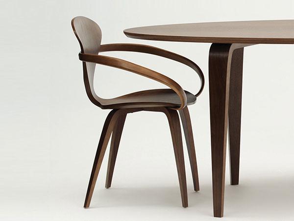 Zhmotnenie nábytkárskeho dômyslu i elegancie: Driečna drevená stolička