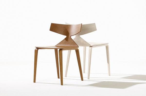 """SVIŽNE VYFORMOVANÁ stolička Saya má sikonou tohto článku spoločný útly driek. Kým klasická """"šernerovka"""" je zúžená vspodnej časti preglejkovej škrupiny, moderný model od španielskych dizajnérov Lievore Altherr Molina sa zužuje očosi vyššie. Vizuálne úderný tvar vychádza zúsilia oľahko rozpoznateľný znak inšpirovaný kaligrafiou. Stolička naozaj vyzerá, akoby bola rýchlymi ťahmi zhmotnená vpriestore. Vyrába Arper."""