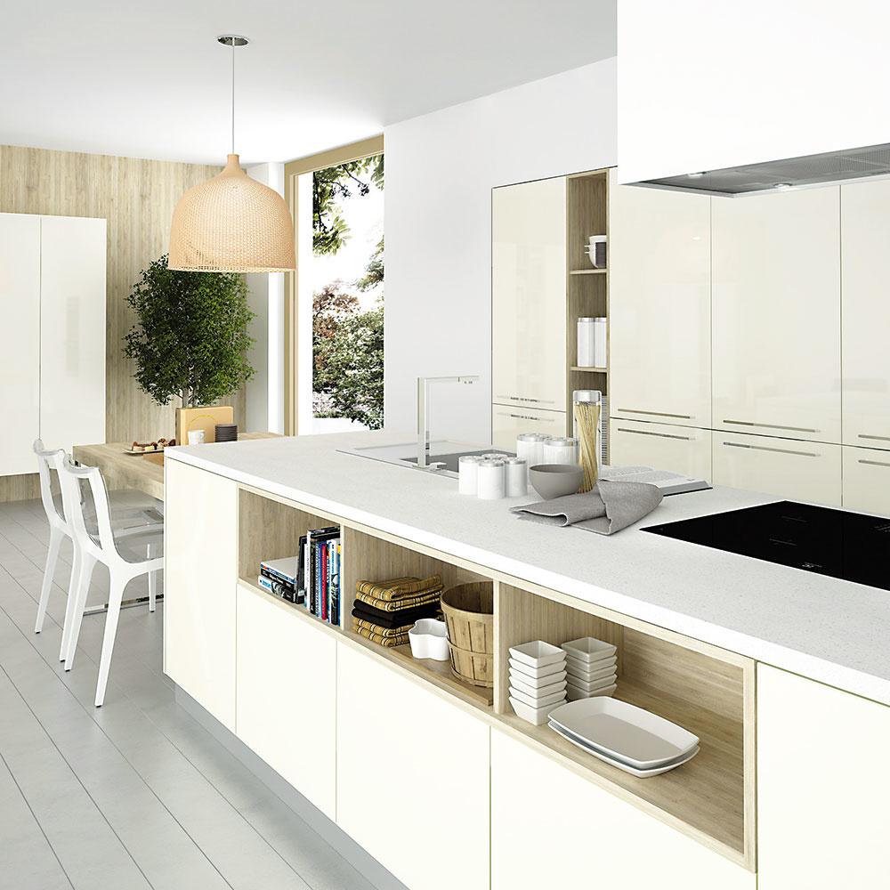 Moderné kuchyne už nie sú len súčasťou spoločného otvoreného priestoru sjedálňou aobývacou časťou, stávajú sa priamou súčasťou obývačky. Zatiaľ čo jedna strana úložného priestoru patrí vyložene kuchynským pomôckam, jej opačná časť zasa slúži na uskladnenie či vystavenie dekorácií akníh. FOTO HANÁK/merito.sk