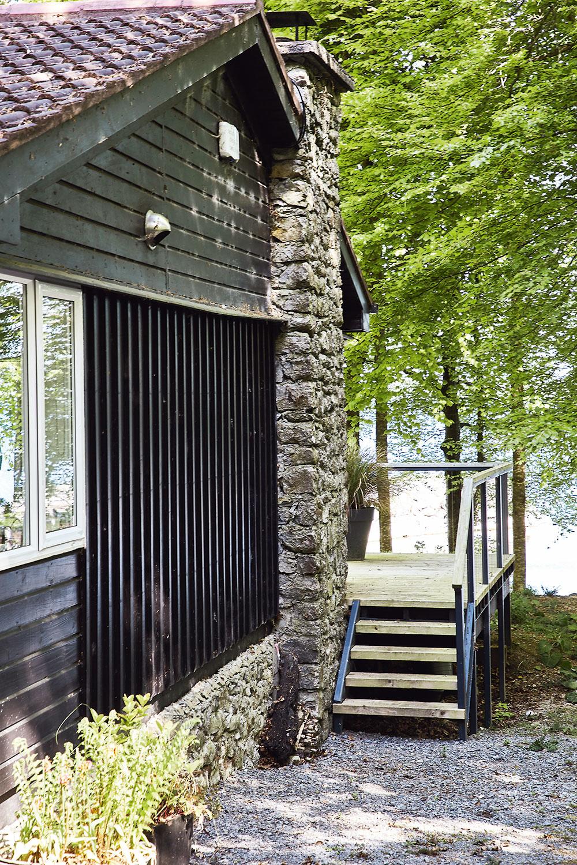 Z chátrajúcej drevenej chaty príjemné a štýlové útočisko