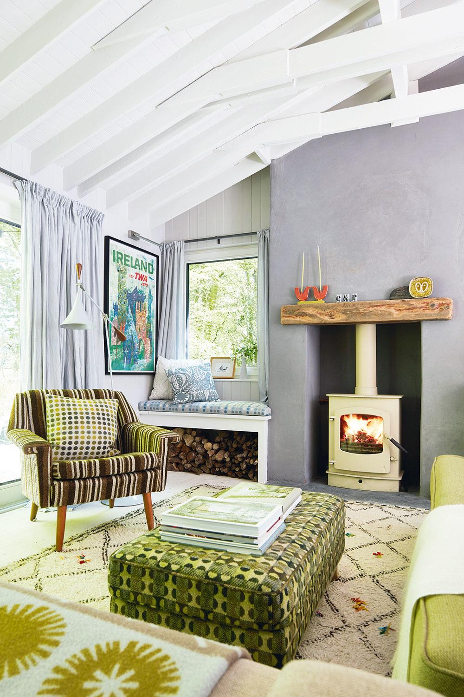 Centrom pozornosti je vobývačke obvykle oheň, ktorý blkoce vnových kachliach. Tie navyše zaistia, že chatka je príjemne vyhriata aj počas chladných mesiacov.