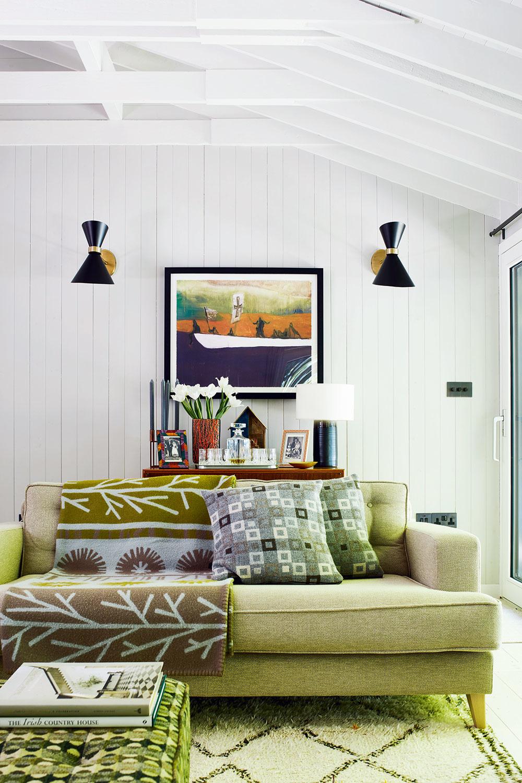 Vobývačke vkútiku spohovkou naplno vynikli vzory afarebnosť typické pre 60. roky minulého storočia. Odtiene zelenej zároveň odzrkadľujú sviežu krajinu vokolí.