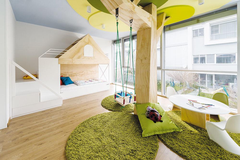 Strom s hojdačkou uprostred detskej izby? Prečo nie!