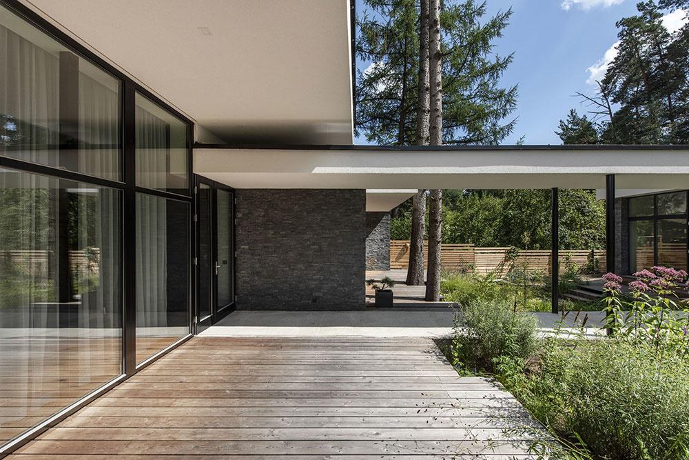 Dom s unikátnym premostením: Potok uprostred pozemku a z oboch strán les