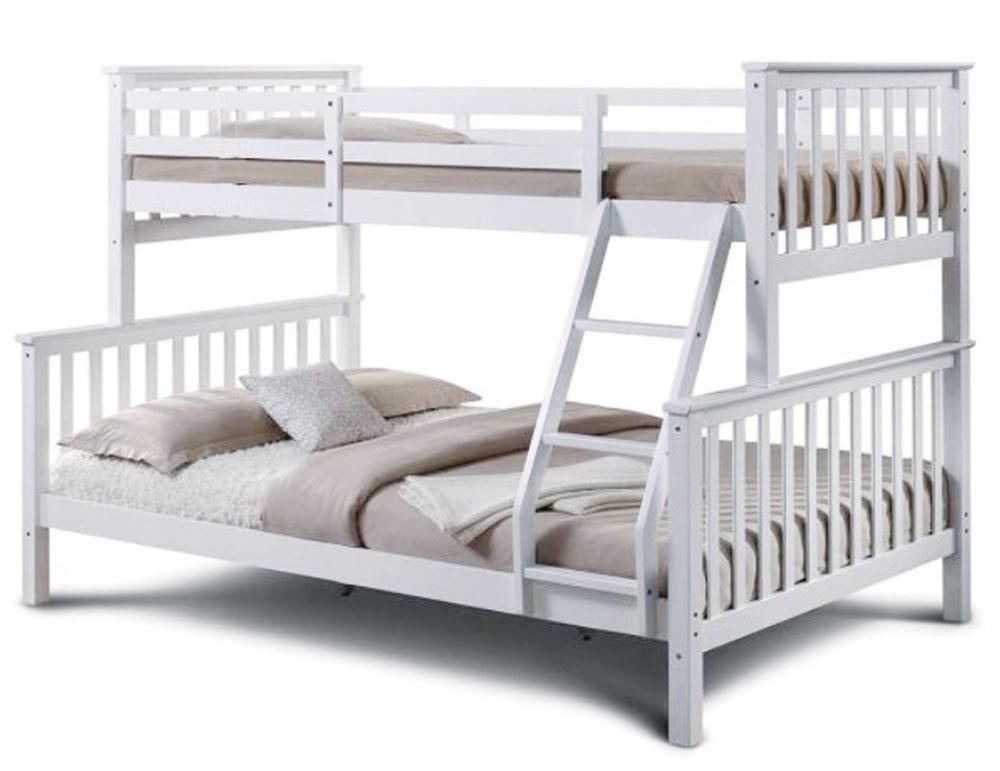 Poschodová rozložiteľná posteľ zborovicového dreva má stabilnú konštrukciu adá sa rozložiť na dve samostatné lôžka, každé sinou šírkou (90 a140 cm). Súčasťou sú preglejkové rošty arebrík. Za 313 € nájdete na www.temponabytok.sk.