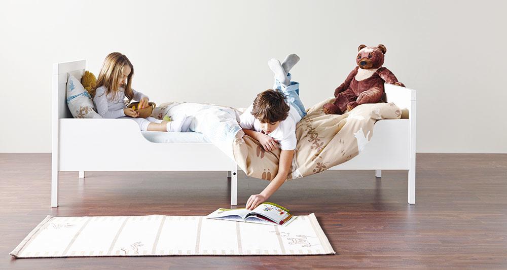 Rastie sdeťmi. Rám postele Sundvik možno prispôsobiť podľa výšky vášho dieťaťa. Malý drobec sa vnej nebude cítiť utopený, akeď bude rásť, posteľ porastie pekne sním. Dĺžku totiž možno variovať vrozmedzí od 137 až 207 cm. Za 144 € nájdete vIKEA.