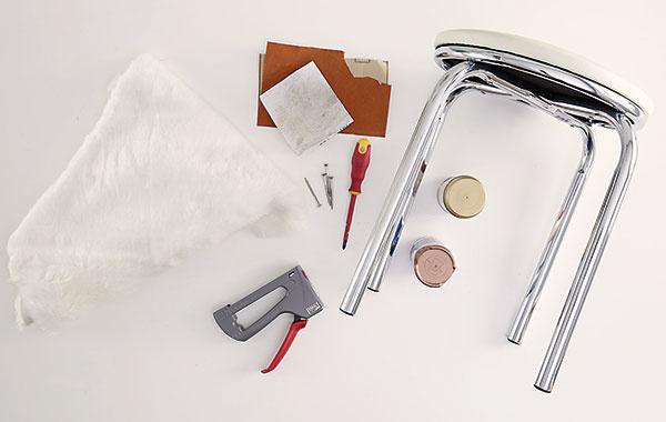Na pracovnom stole si pripravíme všetky potrebné materiály apomôcky.