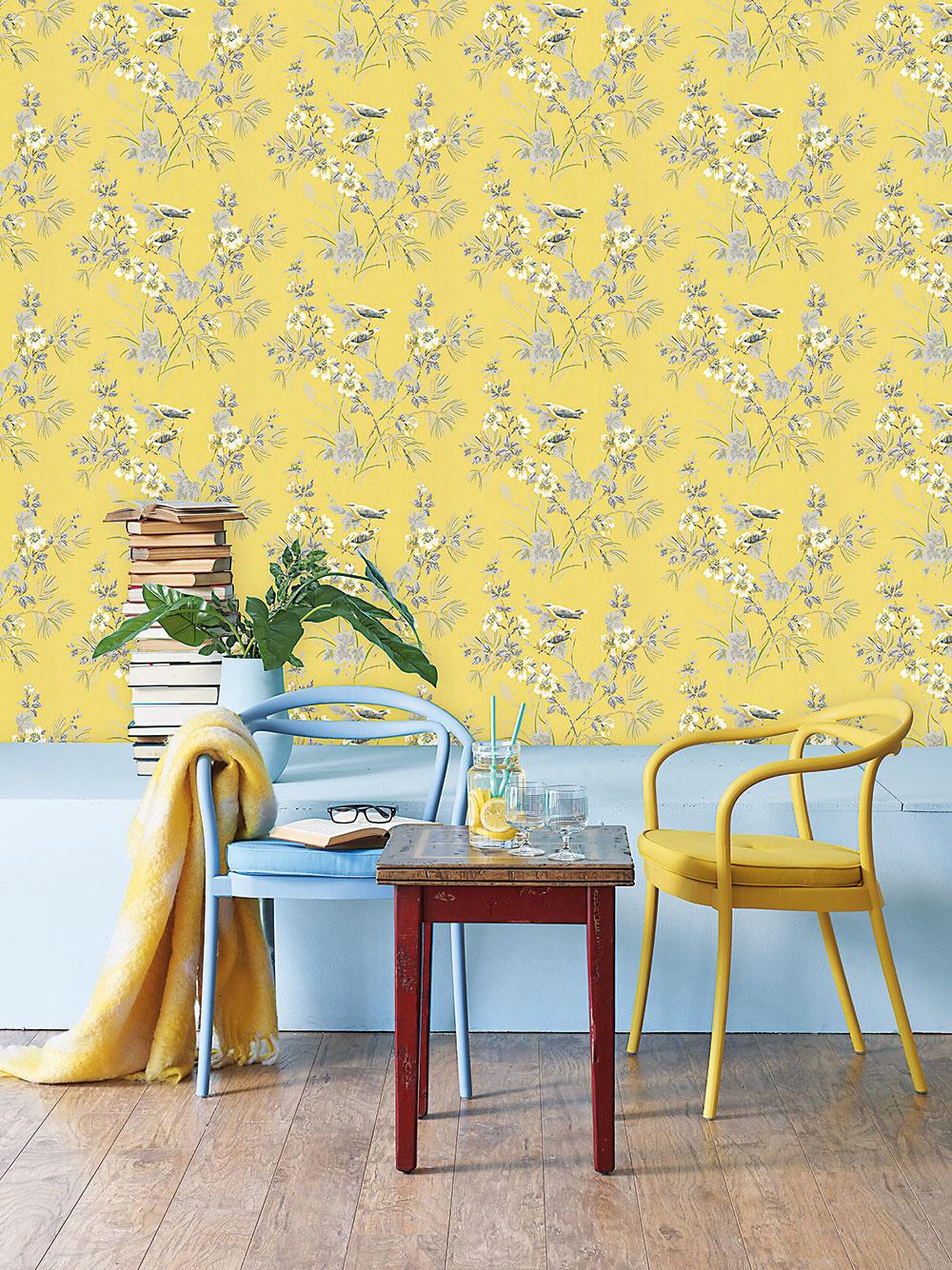 """Štýl 4 Súkvetia  Tých nájdete vponuke tapiet neúrekom. Od drobných kvietkov až po obrovské pompézne rozkvitnuté puky. Drobný vzor sa dobre kombinuje sgeometriou vpodobe pásikov ahodí sa do tradične zariadených interiérov. Naopak, veľké okázalé kvety na stene vyžadujú už len jednoduchšie zariadený interiér, aby vynikla ich veľkolepá """"tvár"""". FOTO NIPPON PAINT"""