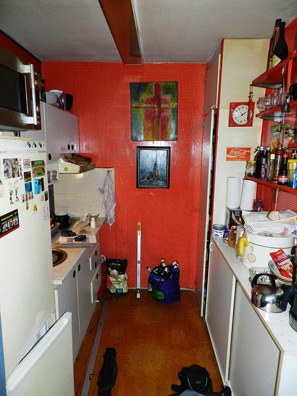 Stará malá kuchynka v panelovom byte sa svojej obnovy dočkala až pri kompletnej výmene jadra.
