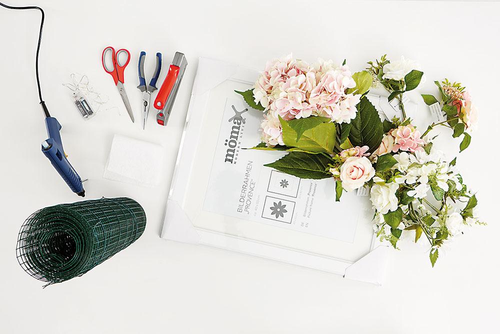 PRÍPRAVA Pripravíme si materiál anáradie. Vyberieme dostatočne veľký rám, aby sme mali priestor na upevnenie kvetín. foto MÖBELIX