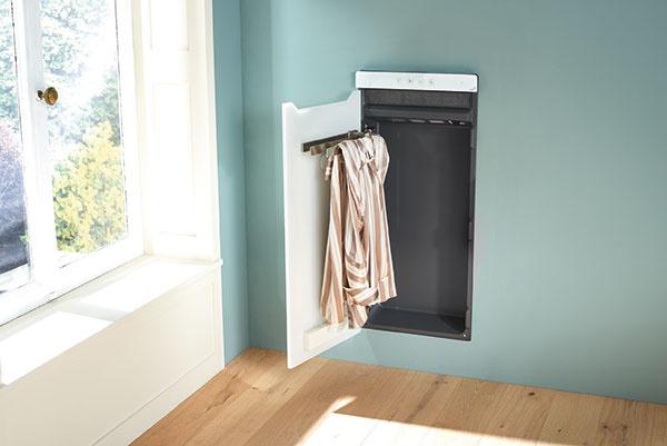 """Elegantné sklenené dvierka so zatváraním """"soft-close"""" za sebou nenápadne schovajú dve veľké osušky, alebo štyri menšie uteráky. Pre vzorný poriadok v kúpeľni."""