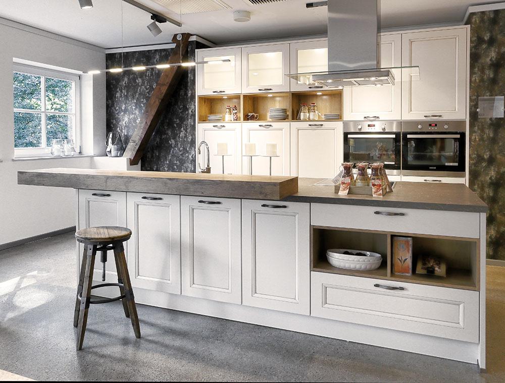 Kuchyňa Aria z prémiovej triedy Livanza v módnom hodvábne matnom vyhotovení povrchu v odtieni magnólie.