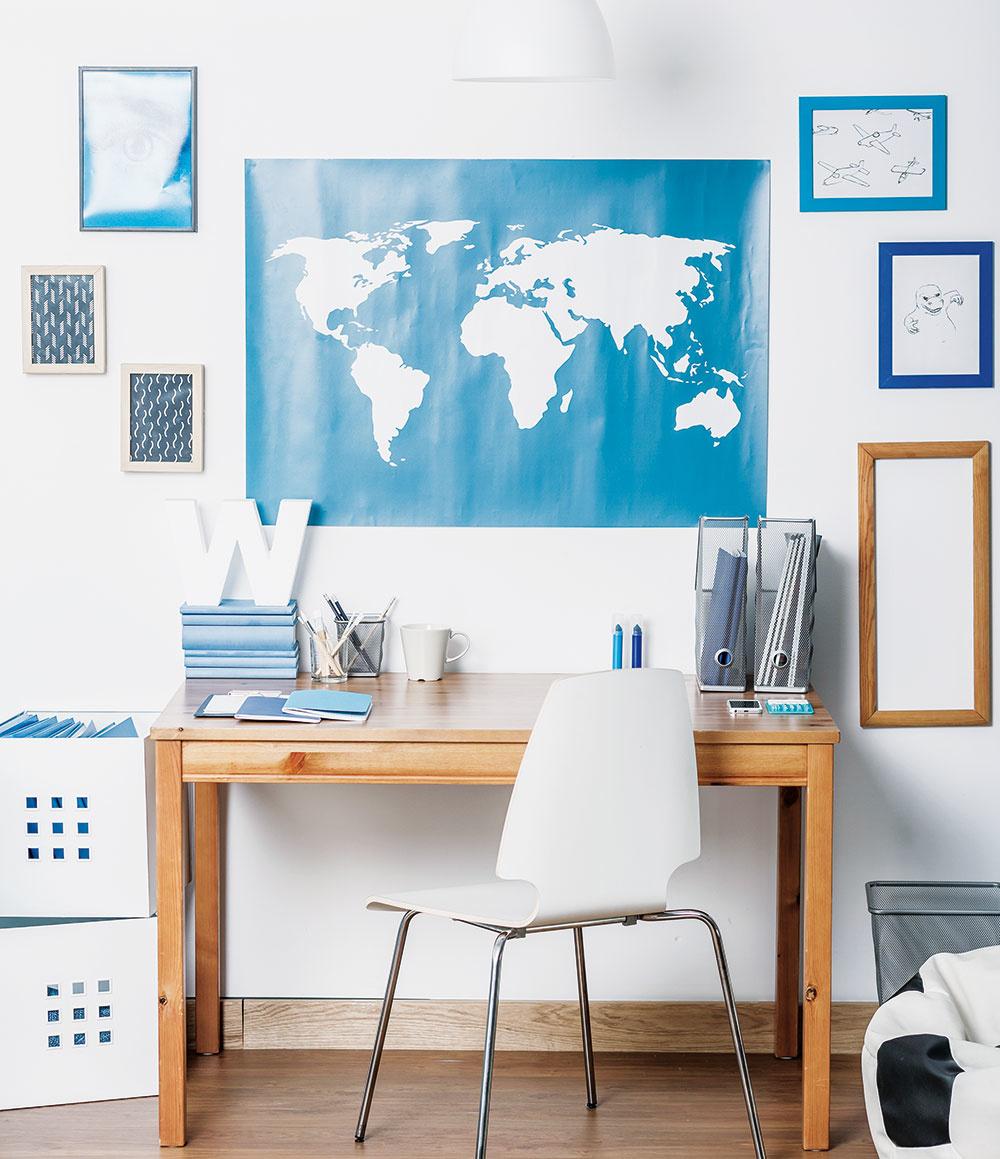 Neviete sa rozhodnúť, zakého materiálu bude zhotovený stôl vštudentskej izbe? Ačo tak zamerať sa na poctivé drevo? Písacie stoly vyrobené zmasívneho dreva sa vyznačujú výbornou stabilitou adlhou životnosťou vďaka veľmi kvalitnému materiálu. Navyše, drevo krásne prevonia izbu avnesie do nej potrebnú dávku útulnosti.