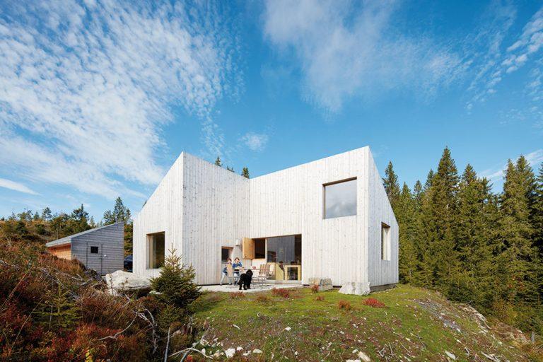 Komfortná drevostavba s funkčným interiérom popiera lokálne tradície