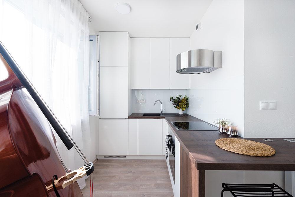 LEN TO NAJDÔLEŽITEJŠIE Vpánskej kuchyni bez umývačky amikrovlnky aj chladnička zíva prázdnotou.