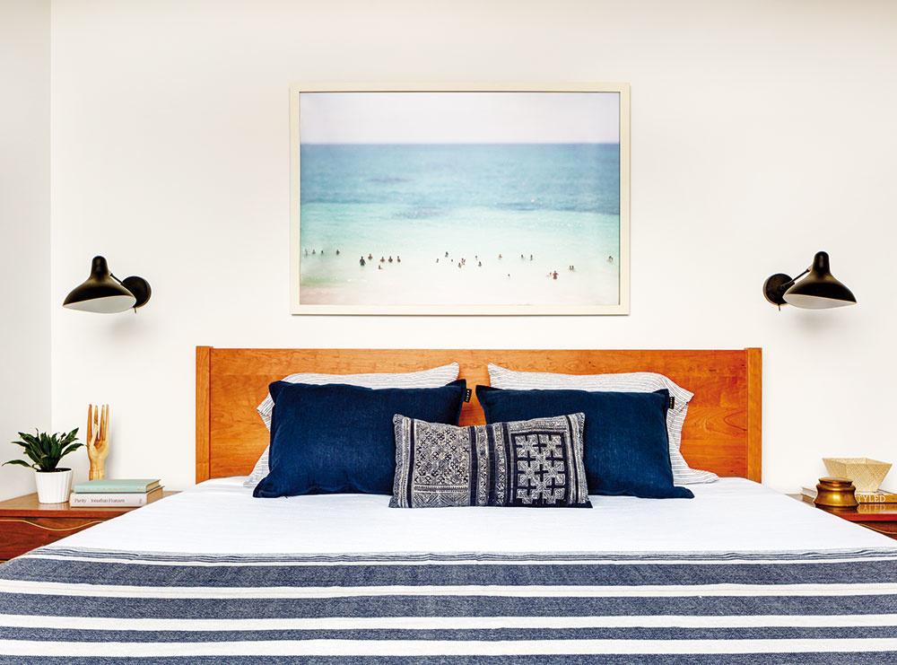Drevo je vdome obľúbeným materiálom, atak bola prirodzenou voľbou aj drevená posteľ.
