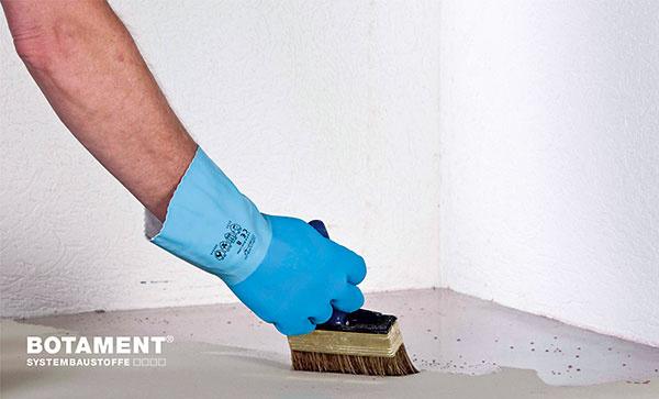 Upravený podklad – súdržný, čistý abezprašný cementový poter vo vhodnom spáde ošetrite penetračným náterom.